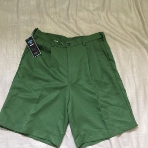 Haggar Mens waist 34 green pleated golf shorts